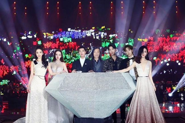 Quy tắc ngầm trong Cbiz khiến Lam Khiết Anh hóa điên, Lưu Gia Linh mất nhiều năm mới quên được quá khứ đen tối-1
