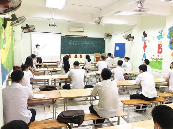 THPT Hồng Hà giãn cách nghiêm túc ngày đầu học trở lại sau nghỉ dịch-2