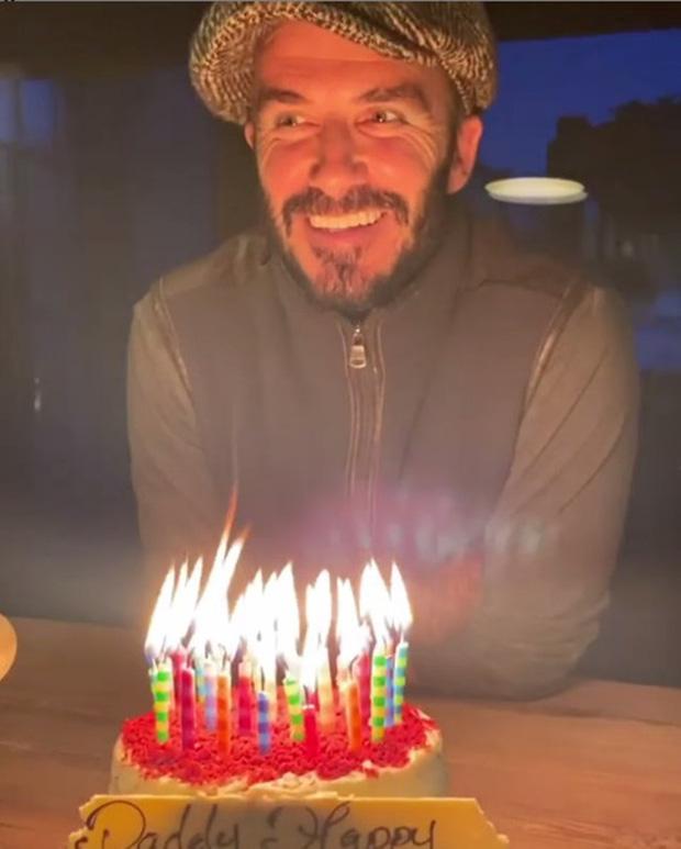 David Beckham mừng sinh nhật tuổi 45 bên gia đình, dân tình chỉ dán mắt vào căn chòi nhỏ tránh dịch cả trăm tỷ của anh-1