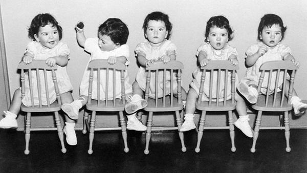 Cuộc đời gian truân của 5 chị em trong ca sinh 5 đầu tiên trên thế giới: Làm trò mua vui cho thiên hạ rồi bị cha đẻ lạm dụng-3