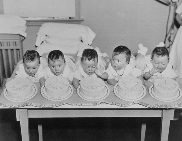 Cuộc đời gian truân của 5 chị em trong ca sinh 5 đầu tiên trên thế giới: Làm trò mua vui cho thiên hạ rồi bị cha đẻ lạm dụng-4