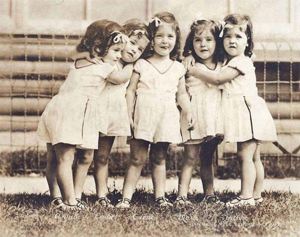 Cuộc đời gian truân của 5 chị em trong ca sinh 5 đầu tiên trên thế giới: Làm trò mua vui cho thiên hạ rồi bị cha đẻ lạm dụng-5