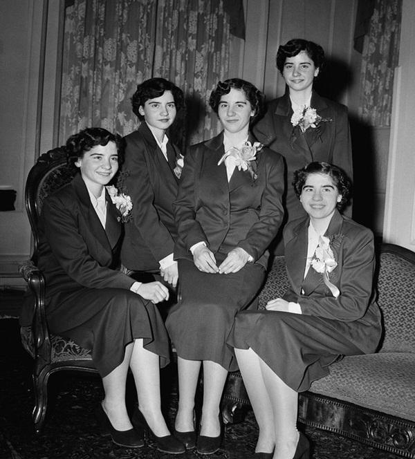 Cuộc đời gian truân của 5 chị em trong ca sinh 5 đầu tiên trên thế giới: Làm trò mua vui cho thiên hạ rồi bị cha đẻ lạm dụng-10