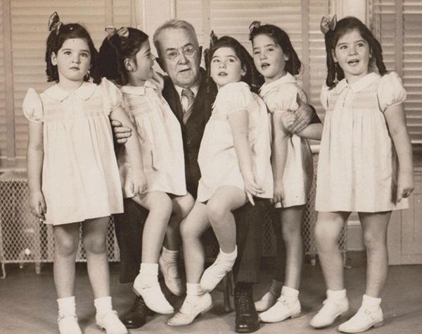Cuộc đời gian truân của 5 chị em trong ca sinh 5 đầu tiên trên thế giới: Làm trò mua vui cho thiên hạ rồi bị cha đẻ lạm dụng-6