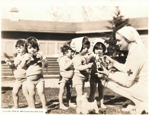 Cuộc đời gian truân của 5 chị em trong ca sinh 5 đầu tiên trên thế giới: Làm trò mua vui cho thiên hạ rồi bị cha đẻ lạm dụng-7