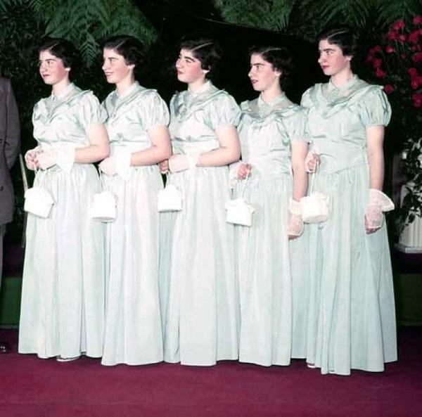 Cuộc đời gian truân của 5 chị em trong ca sinh 5 đầu tiên trên thế giới: Làm trò mua vui cho thiên hạ rồi bị cha đẻ lạm dụng-13