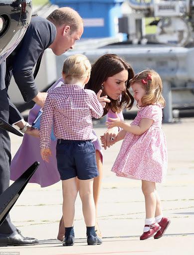 Công chúa nước Anh tròn 5 tuổi: Ở nhà được mẹ dạy cực kỳ tinh tế, đến trường thì thầy cô uốn nắn theo cách đặc biệt như này-2