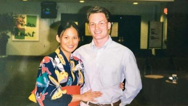 Vợ đại gia nhắc lại chuyện tình 20 năm trước với chồng cũ Hồng Nhung khi cắt tóc cho ông xã-3