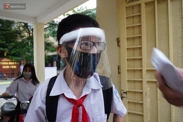 Chủ tịch Hà Nội: Không nên chia giờ học và học sinh không cần đeo tấm chắn giọt bắn-2