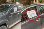 Cô gái trẻ dừng xe giữa đường nhắn tin, nhưng thái độ cực kì cứng khi bị tài xế ô tô nhắc nhở mới gây chú ý-3