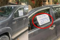 Đỗ xe bên đường, tài xế tức giận khi bị vặt gương, đọc mẩu giấy trên kính lại 'đỏ mặt' xấu hổ