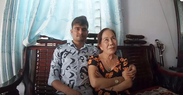 Người phụ nữ 65 tuổi lấy chồng ngoại quốc 24 tuổi chia sẻ chuyện bị bố mẹ chồng phản đối và những chi tiết tình yêu gay cấn như phim-2