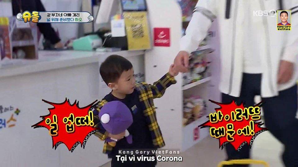 Nam ca sỹ nổi tiếng dắt con đi mua đồ chơi nhưng cậu bé mếu máo không chịu, lý do khiến nhân viên siêu thị cười bể bụng-3