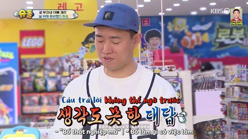 Nam ca sỹ nổi tiếng dắt con đi mua đồ chơi nhưng cậu bé mếu máo không chịu, lý do khiến nhân viên siêu thị cười bể bụng-4