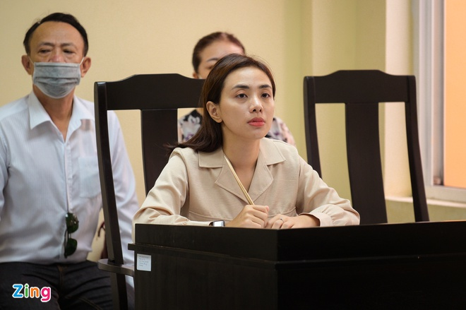 Nữ ca sĩ Miko Lan Trinh và ông bầu Hoàng Vũ ra tòa sau 7 năm-2