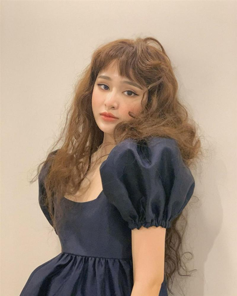 Chán tóc ngắn Mỹ Linh, Hiền Hồ bất ngờ để tóc xoăn xù xinh như búp bê-2