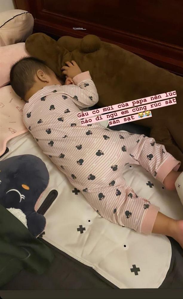 Khoe video em bé đạp hết hồn, vợ Văn Đức nói đùa với fan: Thị Nở múa hoài không cho ngủ-4