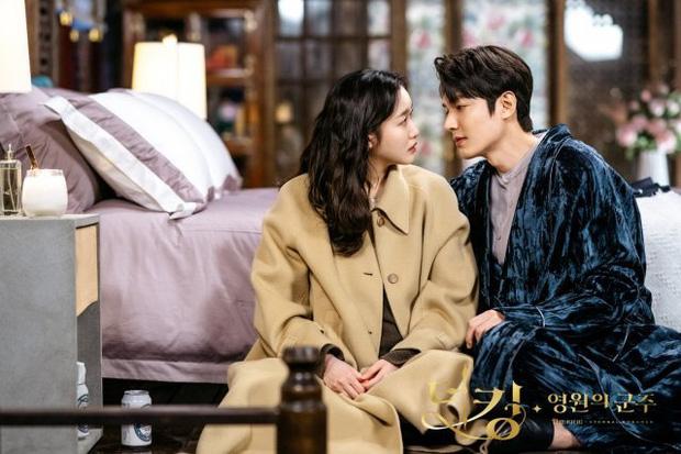 SỐC: Ekip Quân Vương Bất Diệt vã đến mức thay đạo diễn sau loạt phốt, cầu cứu nhân sự từ phim vừa hết sóng của Kim Tae Hee?-1
