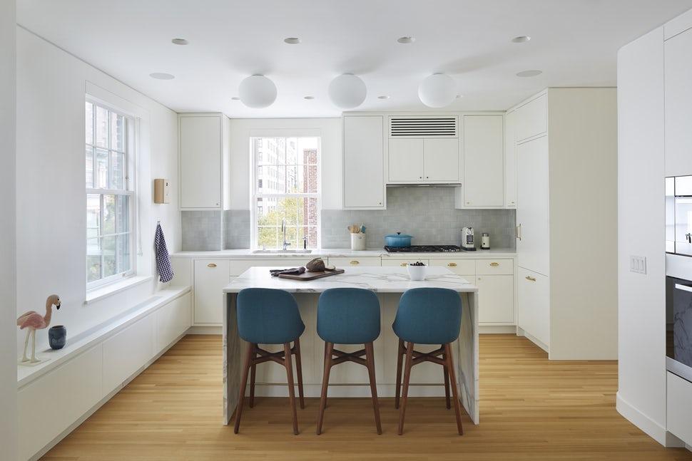 Một bộ ghế sắc màu cho căn bếp gia đình thêm xinh khiến tim ai cũng phải rung rinh-2