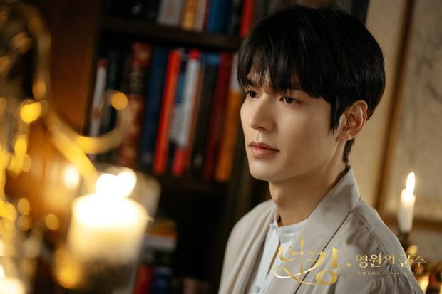 Tiết lộ cát xê tiền tỷ của đại minh tinh Kim Hee Ae cho mỗi tập Thế giới hôn nhân, Lee Min Ho bỗng bị réo gọi vì chênh lệch?-2