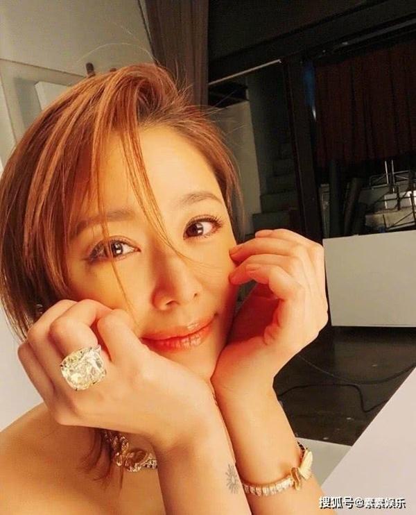 Lâm Tâm Như khoe nhan sắc tuổi 44 nhưng chiếc nhẫn kim cương siêu bự trên tay mới gây chú ý-3