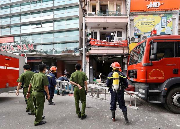 Nổ bình gas kinh hoàng tại nhà hàng gà rán ở phố Cổ, 3 người nguy kịch nhập viện cấp cứu-2