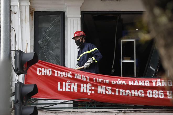 Nổ bình gas kinh hoàng tại nhà hàng gà rán ở phố Cổ, 3 người nguy kịch nhập viện cấp cứu-4