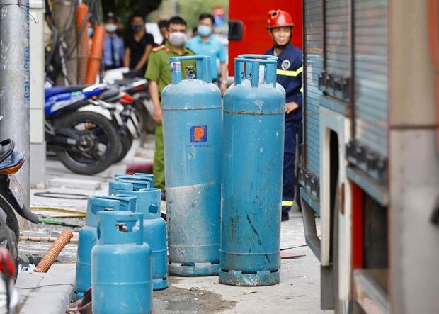 Nổ bình gas kinh hoàng tại nhà hàng gà rán ở phố Cổ, 3 người nguy kịch nhập viện cấp cứu-7