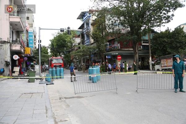 Người dân sống gần hiện trường vụ nổ kinh hoàng tại phố Cổ Hà Nội: Nhà cửa rung chuyển hết, đến giờ tôi vẫn chưa hết sợ hãi-1
