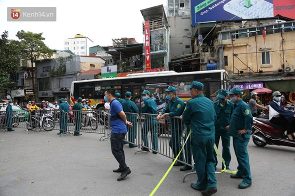 Người dân sống gần hiện trường vụ nổ kinh hoàng tại phố Cổ Hà Nội: Nhà cửa rung chuyển hết, đến giờ tôi vẫn chưa hết sợ hãi-2
