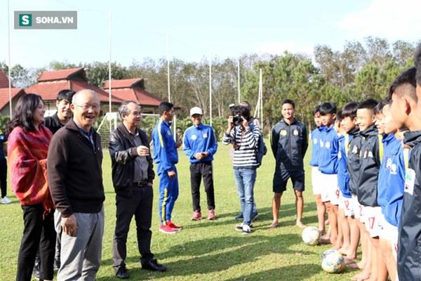 Bầu Đức đã đúng, nhưng quá cô đơn giữa con đường nâng cấp bóng đá Việt Nam-5