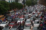 Đường phố Hà Nội tắc cứng trong cơn mưa lớn, đường Lê Văn Lương thất thủ-17