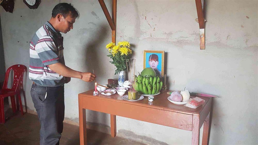 Vụ bí thư xã giết cháu vợ: Người nhà nạn nhân lập bàn thờ nhỏ, chờ đợi trong nước mắt-5