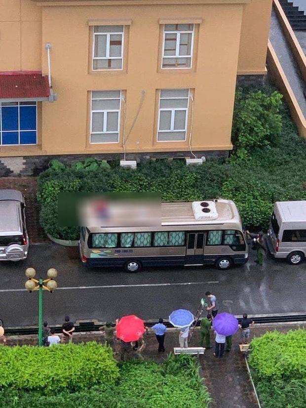 Hà Nội: Phát hiện thi thể người đàn ông trên nóc ô tô, nghi rơi từ toà nhà cao tầng-1