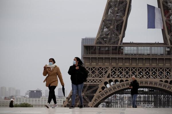 Paris trong ngày đầu thức giấc sau 2 tháng đóng băng vì Covid-19-1