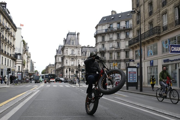 Paris trong ngày đầu thức giấc sau 2 tháng đóng băng vì Covid-19-6