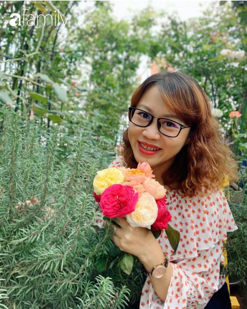 Ghen tị với góc chill rộng thoáng 40m² trên sân thượng tràn ngập hồng ngoại của mẹ đảm tại Nha Trang-1