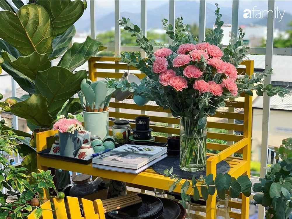 Ghen tị với góc chill rộng thoáng 40m² trên sân thượng tràn ngập hồng ngoại của mẹ đảm tại Nha Trang-10