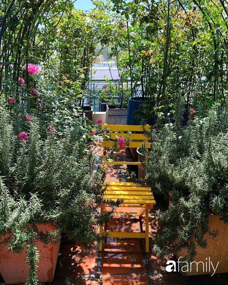 Ghen tị với góc chill rộng thoáng 40m² trên sân thượng tràn ngập hồng ngoại của mẹ đảm tại Nha Trang-23