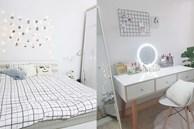 Sau gần 3 tháng nghỉ học, cô gái hô biến căn phòng chứa đồ thành phòng ngủ với thiết kế tone trắng mát mắt, sành điệu