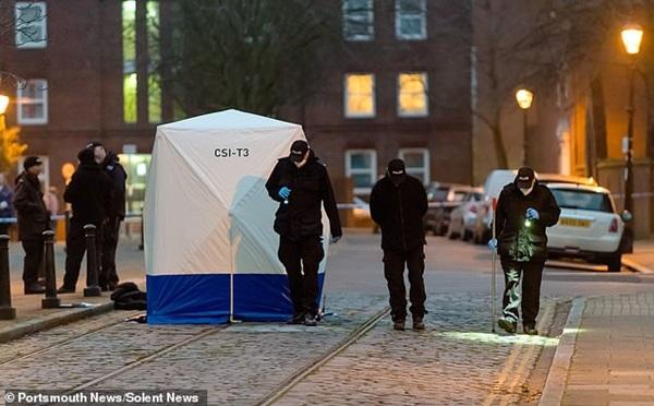 Bé gái sơ sinh bị bỏ rơi đến chết ở bãi rác, cảnh sát điều tra và phát hiện sự việc không hề đơn giản-1