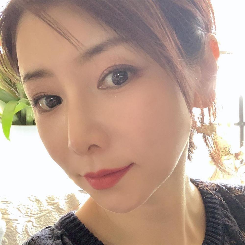 Phù thủy làn da của Nhật 53 tuổi da dẻ vẫn căng mịn như gái 18: Bí quyết chỉ ở 2 bước dưỡng rẻ bèo mà ai cũng làm được-1