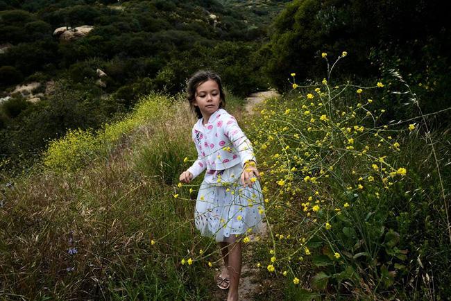 Diva Hồng Nhung khoe vài khoảnh khắc chụp vội cặp song sinh cũng khiến dân tình xuýt xoa vì xinh xắn như thiên thần-1