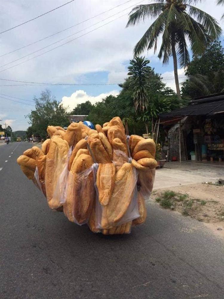 Chiếc bánh mỳ khổng lồ ở miền Tây từng khiến nhiều người cho là sản phẩm photoshop, nhưng ít ai biết chính nó đã từng xếp hạng là món ăn kỳ lạ nhất thế giới-1