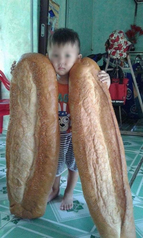 Chiếc bánh mỳ khổng lồ ở miền Tây từng khiến nhiều người cho là sản phẩm photoshop, nhưng ít ai biết chính nó đã từng xếp hạng là món ăn kỳ lạ nhất thế giới-2