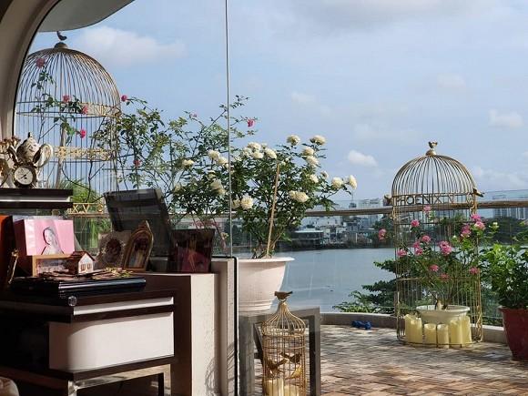 Vườn hồng tuyệt đẹp trong căn biệt thự 1300m2 của vợ chồng Vũ Thu Phương-2