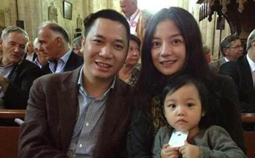 Ít ai ngờ, con gái Triệu Vy 10 tuổi, ăn mặc quê mùa lại chính thức thành nữ đại gia-1
