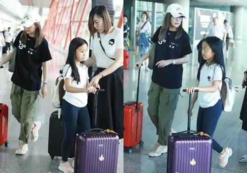 Ít ai ngờ, con gái Triệu Vy 10 tuổi, ăn mặc quê mùa lại chính thức thành nữ đại gia-2
