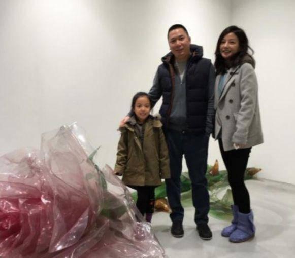 Ít ai ngờ, con gái Triệu Vy 10 tuổi, ăn mặc quê mùa lại chính thức thành nữ đại gia-7