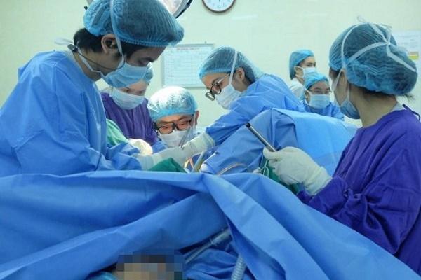 Bé 12 tuổi đau bụng dữ dội, đi khám mẹ ngỡ ngàng biết con mắc dị tật ở màng trinh-1